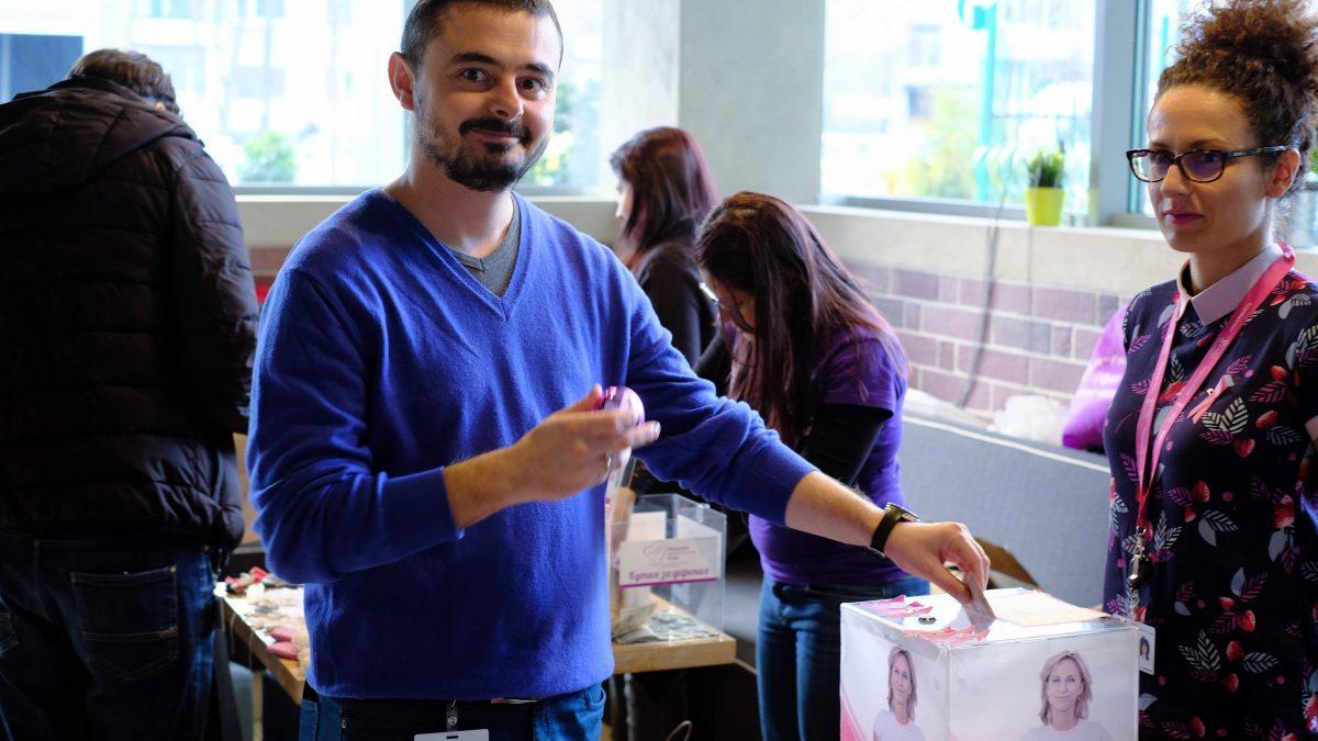 Фондация Една от 8 участва в благотворителния Коледен базар на VmWare